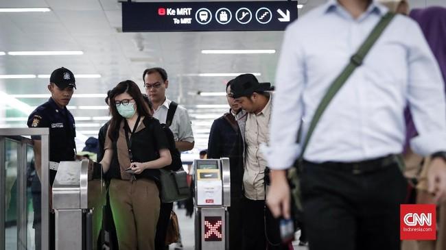 Pada 1 April 2019, layanan MRT Jakarta sudah dapat dinikmati Masyarakat mulai pukul 05.30 WIB hingga pukul 22.01 WIB. (CNNIndonesia/Safir Makki).