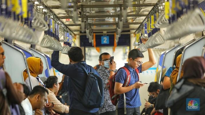Mengintip Hari Pertama MRT Jakarta yang tak Gratis Lagi