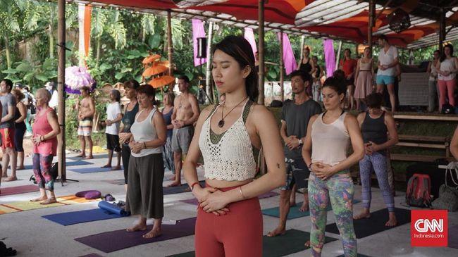 Atasi Penyakit dengan Qi Flow Yoga