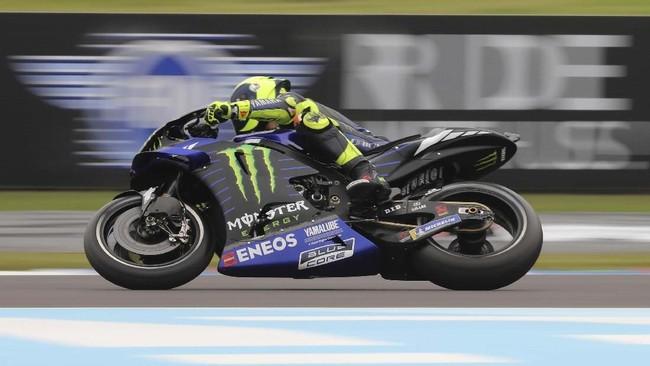 Valentino Rossi merayakan debutnya di MotoGP dengan meraih podium kedua di MotoGP Argentina 2019. (AP Photo/Nicolas Aguilera)