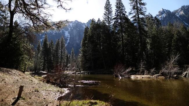 Kebanyakan orang menghabiskan waktu mereka di Lembah Yosemite.