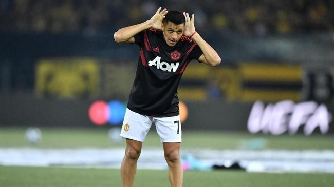 Meski jarang dimainkan, Alexis Sanchez merupakan pemain dengan gaji tertinggi di Manchester United. Sanchez diklaim France Football mendapatkan €30,7 juta atau setara Rp489 miliar tahun ini. (Fabrice COFFRINI / AFP)