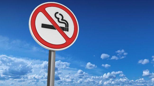 Polisi Mulai Tilang Pengendara Motor yang Ketahuan Merokok