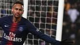 Neymar yang hingga kini masih tercatat sebagai pesepakbola termahal di dunia mendapat €91,5 juta atau setara Rp1,45 triliun per tahun. (Anne-Christine POUJOULAT / AFP)