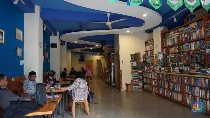 Mari sedikit bernostalgia di pusat toko buku bekas di Jakarta.