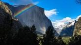 Taman nasional ini termasuk dalam salah satu situs warisan dunia yang dikenal karena tebing granit, air terjun, sequoia raksasa serta keanekaragaman hayatinya.