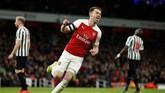 Ramsey baru benar-benar mencetak gol pada menit ke-30. Memanfaatkan bola liar, gelandang Arsenal itu melepas tembakan dengan kaki kiri dari dalam kotak penalti yang tak terjangkau Martin Dubravka. (Reuters/John Sibley)