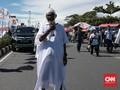 Ketika Pria Berkain Kafan di Padang Doakan Prabowo Presiden