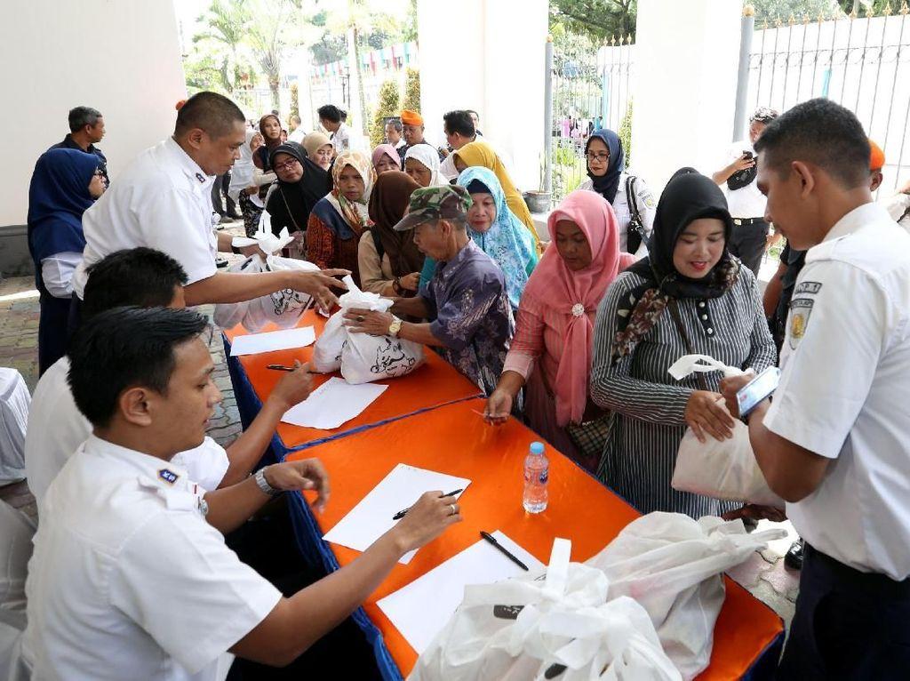 PT KAI DAOP I Jakarta menggelar kegiatan Pasar Murah KAI untuk melakukan sosialisasi terkait pembayaran digital (uang elektronik) LinkAja. Istimewa.
