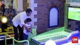 Libur Kampanye, Jokowi Ajak Jan Ethes Main Golf di Mal