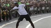 Gaya khas Usain Bolt di setiap kejuaraan lari dunia maupun Olimpiade ketika merayakan kemenangannya. (REUTERS/Henry Romero)