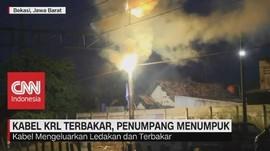 VIDEO: Kabel KRL Terbakar, Penumpang Menumpuk