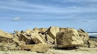 Ikon Wisata Batu Payung Lombok Roboh