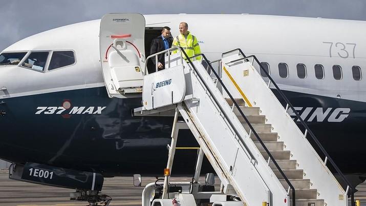 Pabrikan pesawat asal AS, Boeing menyatakan akan mengeluarkan biaya sebesar US$ 4,9 miliar.