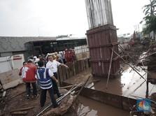 Anies Sebut Proyek LRT Picu Banjir, Luhut: Di Mananya?