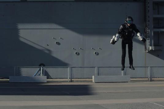 Layaknya Iron Man, Kostum Ini Bisa Digunakan untuk Terbang