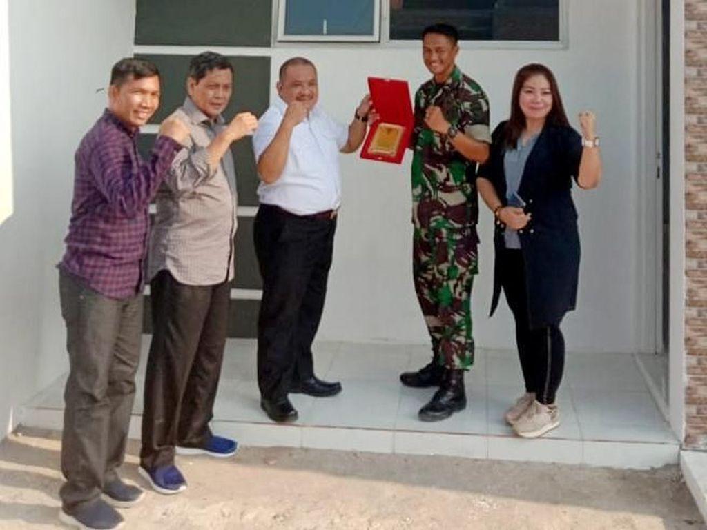 Pembangunan rumah prajurit TNI/Polri/ASN di bawah payung ASABRI ini merupakan prestasi nyata pemerintahan Jokowi guna meningkatkan kesejahteraan prajurit TNI/Polri/ASN dalam rangka memperkuat loyalitas pengabdian kepada negara dan bangsa. Foto: dok. ASABRI