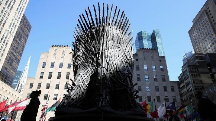 Warga New York Berebut Foto & Duduki Kursi Game of Thrones