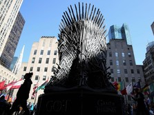 Warga New York Berebut Foto & Duduki Kursi Game of Thrones