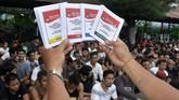KPU melakukan sosialisasi Pemilihan Umum 2019 kepada warga binaan di Lapas Kerobokan, Bali guna memberikan informasi terkait Pemilu kepada warga binaan agar warga binaan dapat menyalurkan hak suaranya pada Pemilu 17 April mendatang. (ANTARA FOTO/Fikri Yusuf/ama)