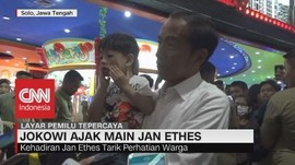 VIDEO: Kunjungan ke Solo, Jokowi Ajak Main Jan Ethes