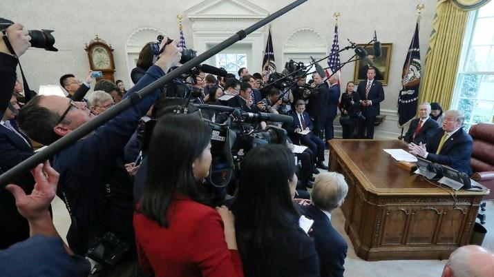 Presiden AS tersebut seolah-olah tidak mengetahui siapa yang membayar bea cukai pada akhirnya.
