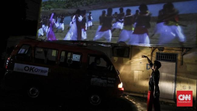 Film-film yang selalu jadi favorit penonton adalah film lawas tentang silat, komedi, horor dan film Bollywood. (CNN Indonesia/ Hesti Rika)
