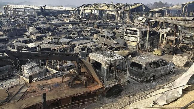 Sementara warga dievakuasi, 52 sekolah ditutup dan anak-anak berkumpul menunggu tim penyelamat. (Yonhap via Reuters)