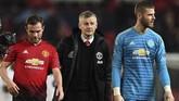 Rumor eksodus pemain dipastikan membuat manajer Manchester United Ole Gunnar Solskjaer (tengah) harus kerja keras untuk meyakinkan sejumlah pemain tersebut bertahan dan mencari pemain baru sebagai pengganti. (Paul ELLIS / AFP)