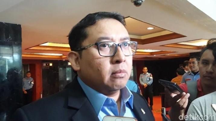 Fadli Zon tak ragu menyebut kajian pemindahan Ibu Kota ke Pulau Kalimantan yang didorong Presiden Joko Widodo (Jokowi) masih mentah