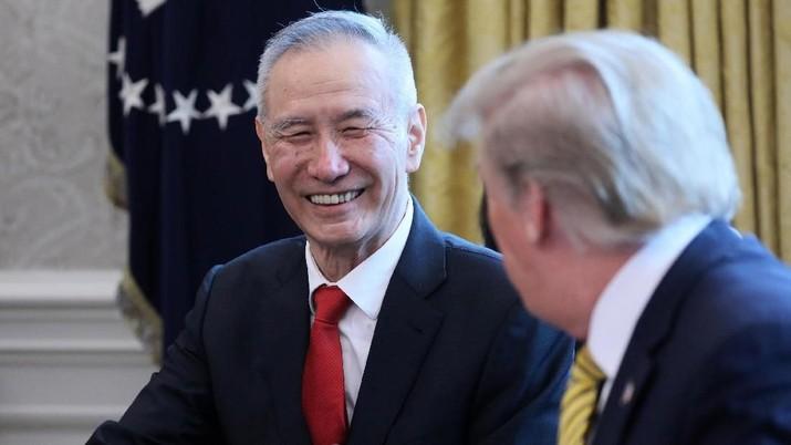 Demikian disampaikan Trump beberapa jam selepas AS secara resmi menaikkan bea impor terhadap produk-produk China.