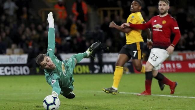 Kiper David De Gea diklaim ingin meninggalkan Manchester United setelah permintaan gaji £350 ribu per pekan ditolak klub. De Gea dikabarkan diminati Paris Saint-Germain. (Reuters/Andrew Boyers)