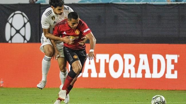 Manchester United hampir pasti melepas Alexis Sanchez yang terus dihantam cedera. Melepas Sanchez akan meringankan Man United karena winger asal Chile itu merupakan pemain dengan gaji tertinggi di Old Trafford. (Gaston De Cardenas / AFP)