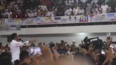 Calon Presiden nomor urut 01 Joko Widodo berpidato saat kampanye di Gedung Serbaguna Rambate Rata Raya, Asahan, Sumatera Utara, Sabtu (6/4/2019). Pasangan Jokowi-Amin menargetkan minimal 70 persen suara di Kabupaten Asahan dan 65 persen suara di Provinsi Sumatera Utara. ANTARA FOTO/Akbar Nugroho Gumay/
