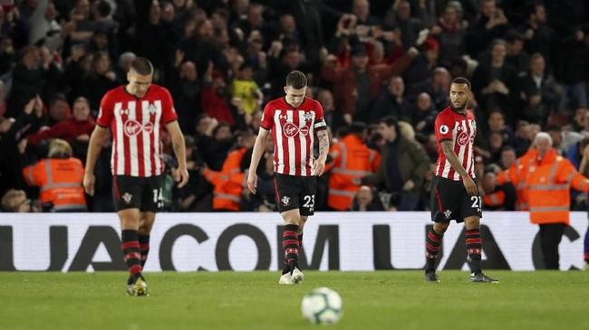 Southampton pun mengakhiri laga dengan kepala tertunduk. Hasil positif ini mengantar Liverpool kembali ke puncak klasemen dengan keunggulan dua poin dari Manchester City. (REUTERS/David Klein)