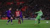 Enam menit berselang dari gol Mohamed Salah, Liverpool memastikan kemenangan menjadi 3-0 atas Southampton berkat gol Jordan Henderson. (Reuters/Andrew Couldridge)
