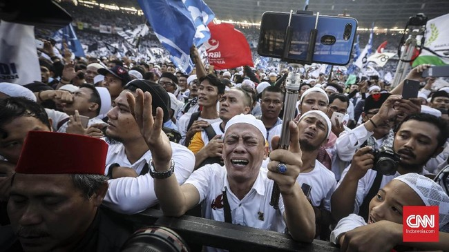 Massa selalu menyambut semangat uraian-uraian Prabowo, meski ia menyisipinya dengan beberapa candaan. (CNN Indonesia/ Hesti Rika)