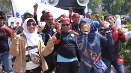 VIDEO: Goyang Spontan Dua Jari Pendukung Prabowo-Sandi