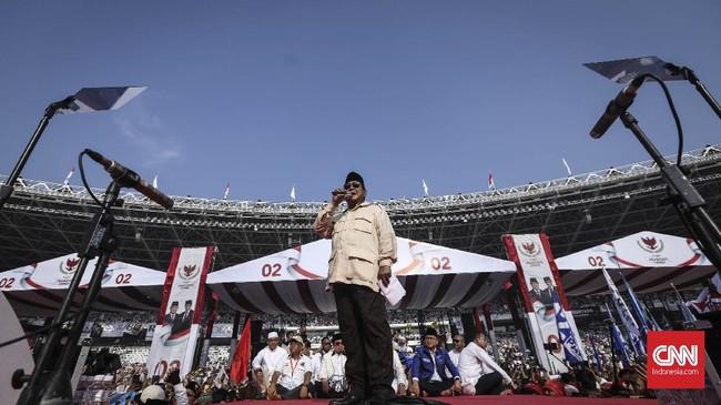 Yang ditunggu-tunggu akhirnya tiba. Capres nomor urut 02 Prabowo Subianto melakukan orasinya sekitar pukul delapan pagi. (CNN Indonesia/Hesti Rika)