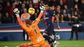 Dani Alves dan kawan-kawan berjuang keras untuk bisa mencetak gol penyama kedudukan.(Photo by FRANCK FIFE / AFP)