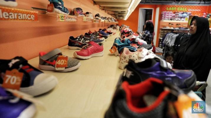 Jelang akhir tahun, berbagai merek sepatu telah tawarkan diskon besar-besaran