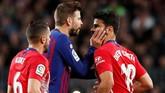 Penyerang Atletico Madrid Diego Costa mendapat kartu merah saat melawan Barcelona karena dianggap menghina wasit. Atletico kalah 0-2 dari Barcelona dan tertinggal 11 poin di klasemen sementara Liga Spanyol. (REUTERS/Albert Gea)