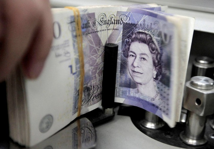 Pelemahan tajam poundsterling diprediksi terjadi dalam waktu 3 bulan ke depan, berdasarkan laporan Reuters indeks volatilitas 3 bulan.