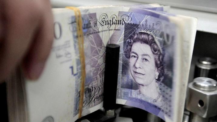 Kurs poundsterling Inggris kembali menguat terhadap dolar AS.