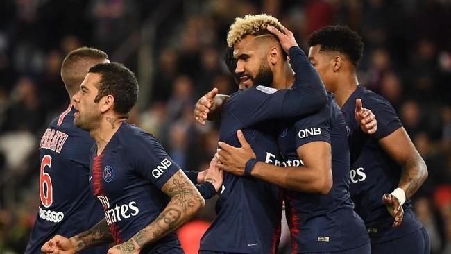 Eric Choupo-Moting kemudian sukses mencetak gol pembuka di menit ke-13.(Photo by Anne-Christine POUJOULAT / AFP)
