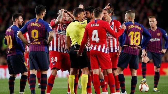 Barcelona sempat memperlebar jarak di puncak klasemen Liga Spanyol dengan keunggulan 11 poin setelah menang 2-0 atas Atletico Madrid di Camp Nou. (REUTERS/Albert Gea)