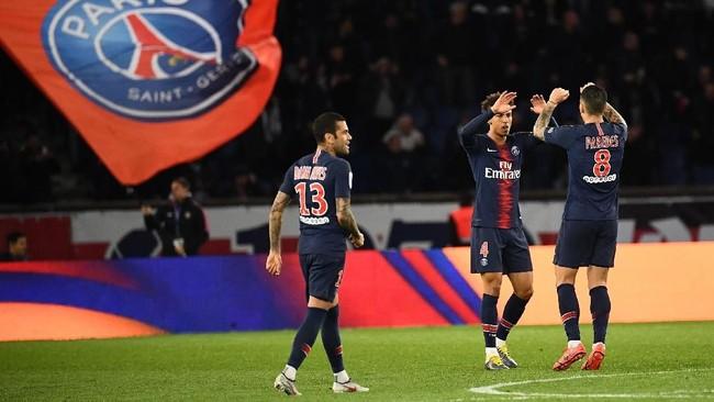 Usaha Paris Saint-Germain baru membuahkan hasil setelah Thilo Kehrer mencetak gol di menit ke-82. Skor 2-2 bertahan hingga akhir pertandingan. (Photo by Anne-Christine POUJOULAT / AFP)
