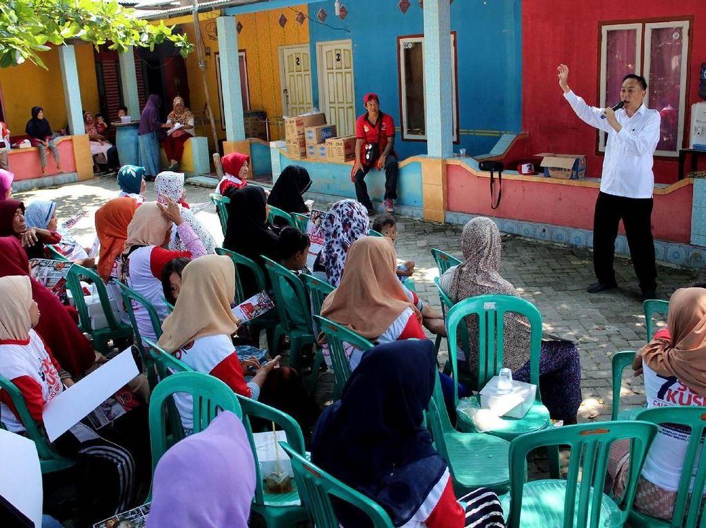 Ia mengunjungi sejumlah pulau di Kepulauan Seribu dan menyapa langsung konstituennya door to door untuk menjaring aspirasi. Foto: dok. PDIP