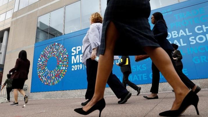 IMF memangkas perkiraan pertumbuhan ekonomi dunia menjadi hanya 3,3% di 2019.