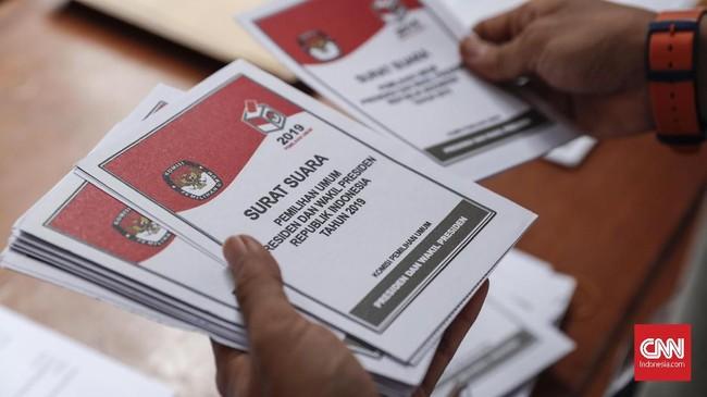 Pemilu 2019 yang digelar pada 17 April nanti akan dilakukan serentak dan diikuti oleh masyarakat Indonesia yang telah memenuhi syarat. (CNNIndonesia/Safir Makki)